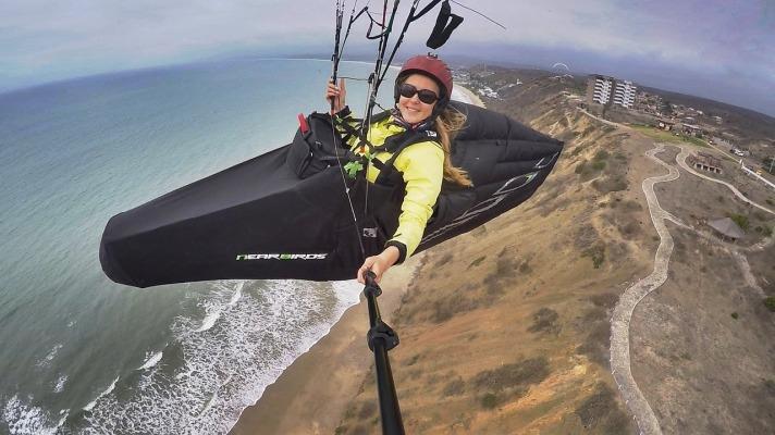 paragliding-2219652_1280.jpg