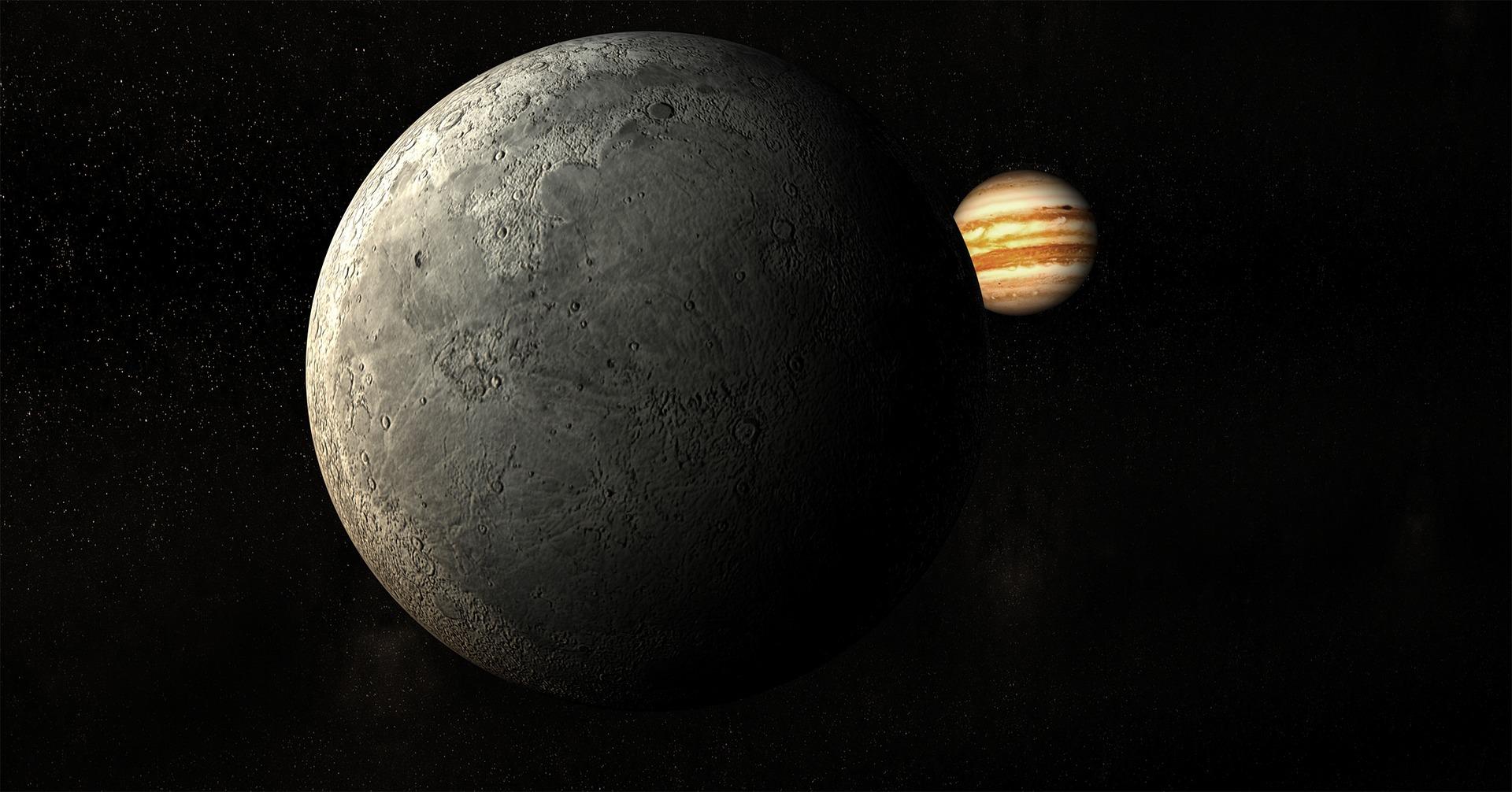 moon-1817885_1920.jpg
